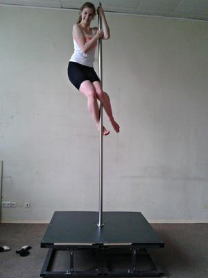 side climb up the pole